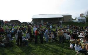Crowd of 500-plus people aat Shade Mountaain Winery in October 2014, music by the pepper Streeet Band, covering Classic Rock and Rock 'n' Roll Oldies.